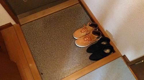 玄関にある2足の靴