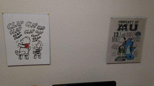壁にはりつけられたディズニーの絵