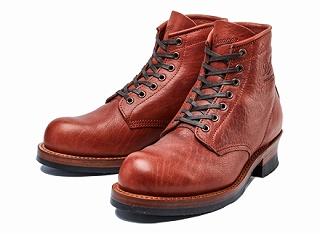 ダナーの赤系のブーツ