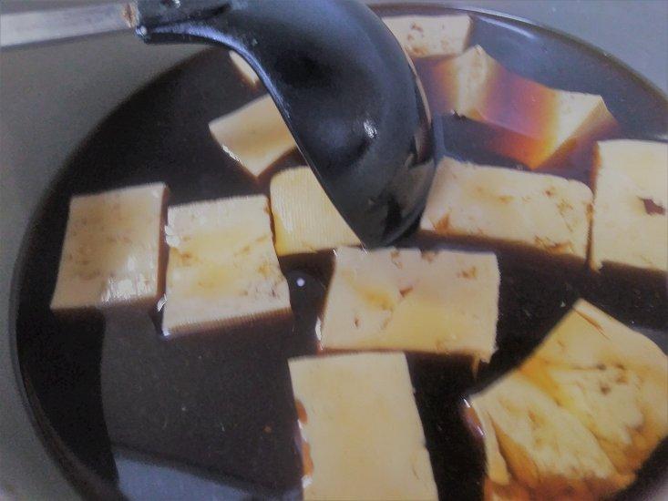 つゆにつかっている豆腐