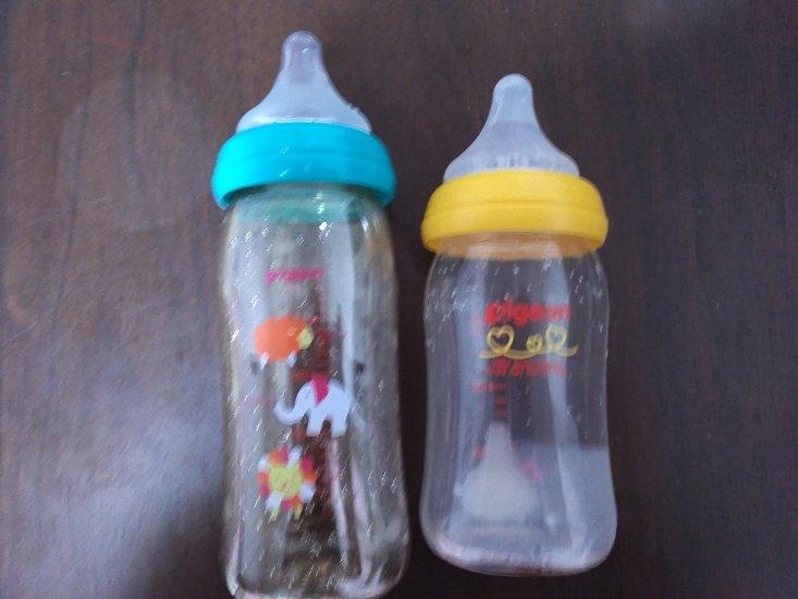 2本の哺乳瓶