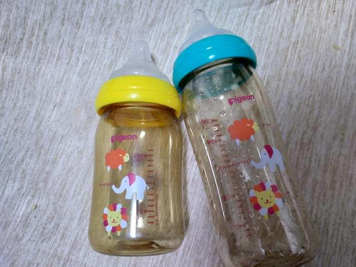 青と黄色キャップの哺乳瓶