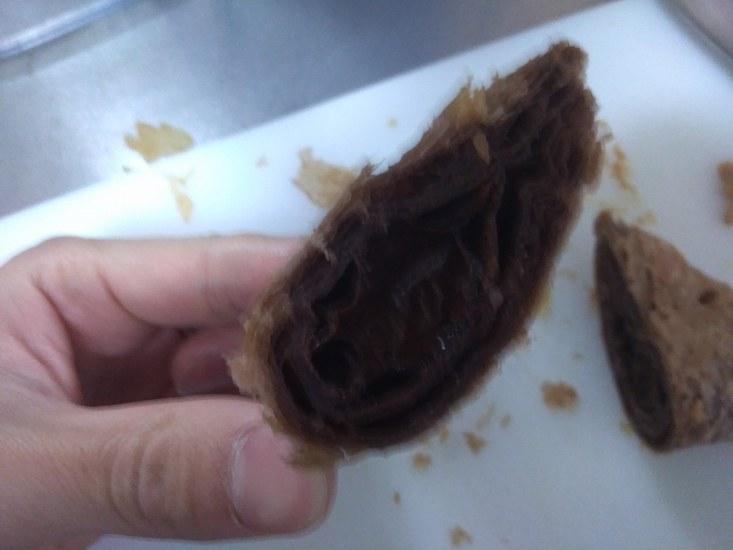 三角チョコパイ黒の断面図