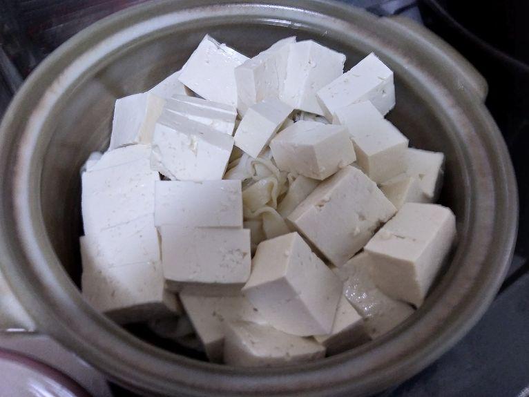 鍋に入った豆腐とうどん