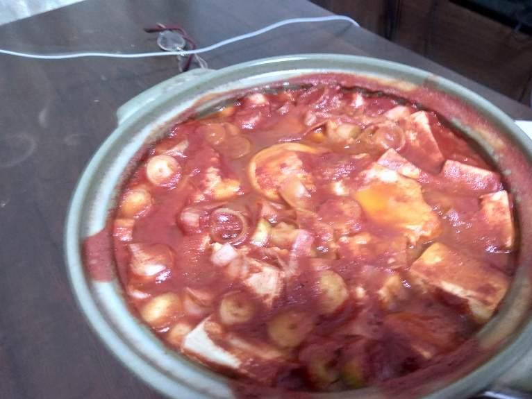 赤色にそまった鍋の中
