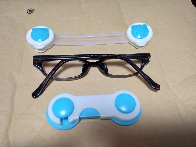 メガネと青と白のモノ