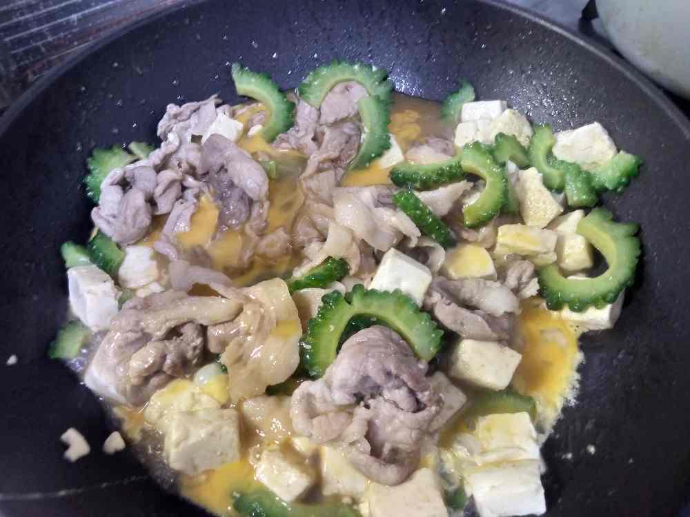 豚肉と豆腐とゴーヤと溶き卵