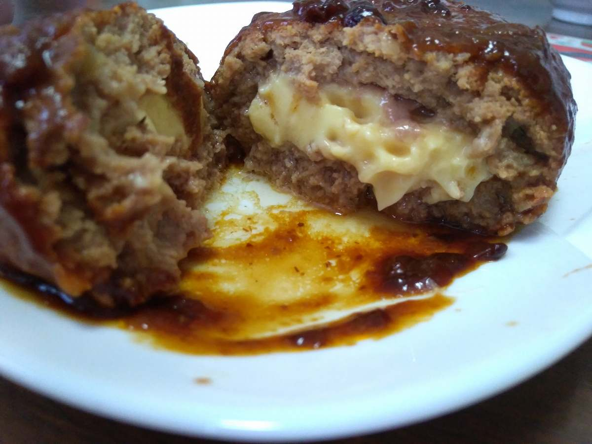 チーズが入ったハンバーグ