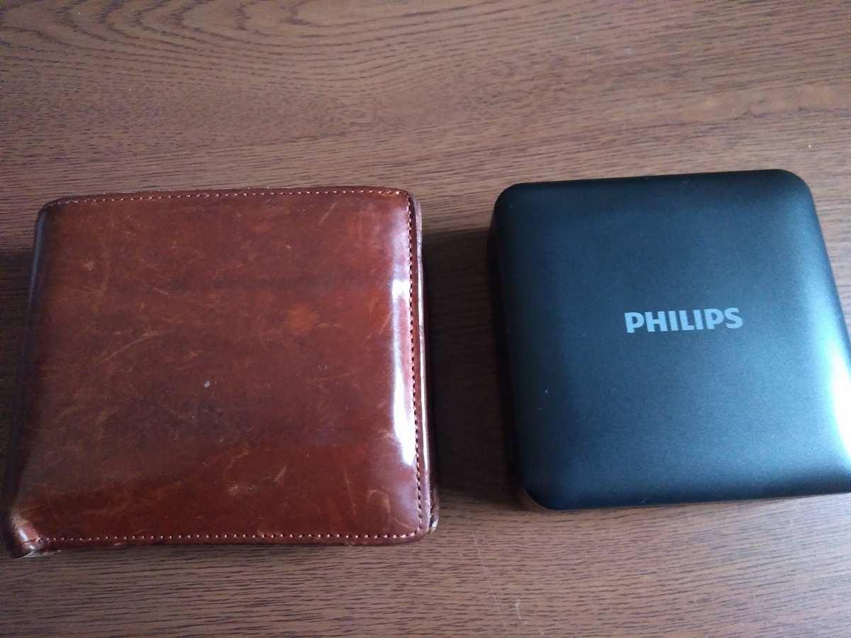 PHILIPSと茶色の財布