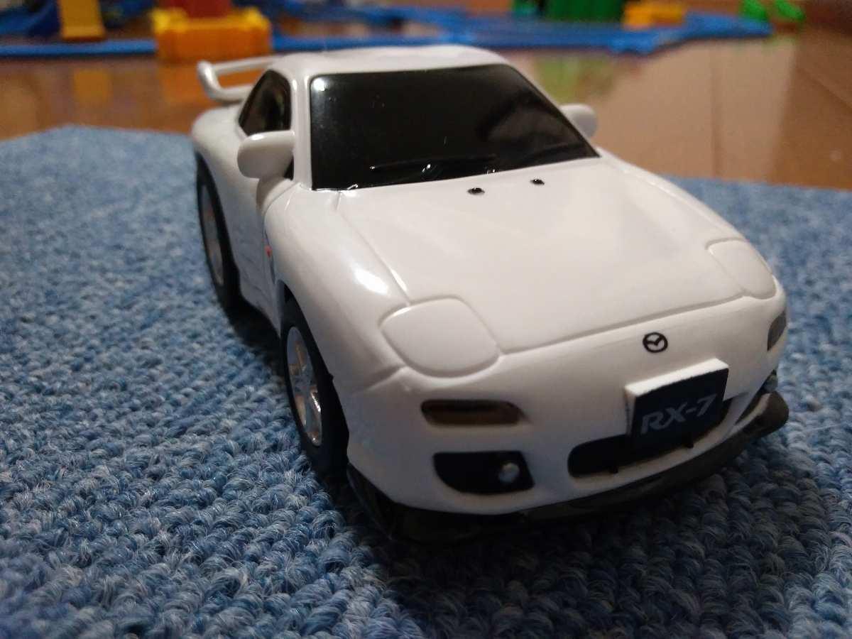マツダの白い車のおもちゃ