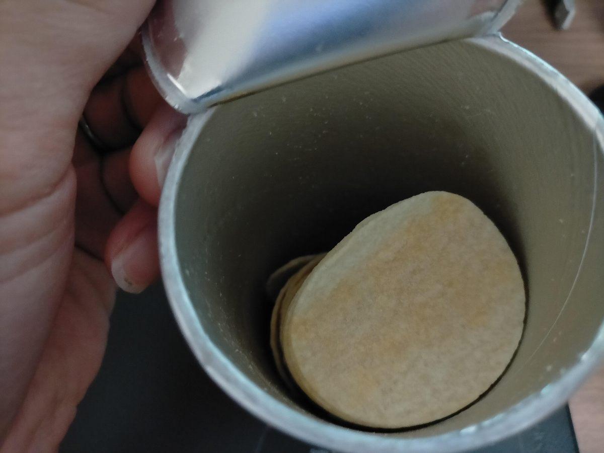 缶に入ったポテチ