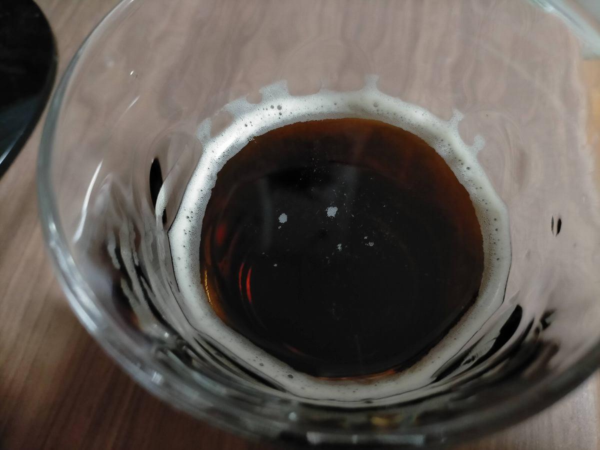 コップにそそがれた黒い液体