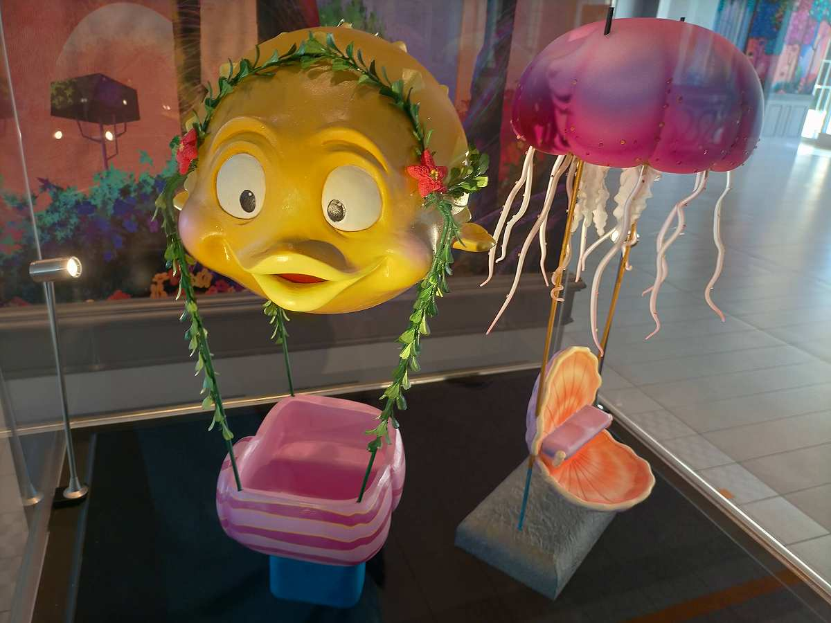 黄色い魚とクラゲのオブジェ