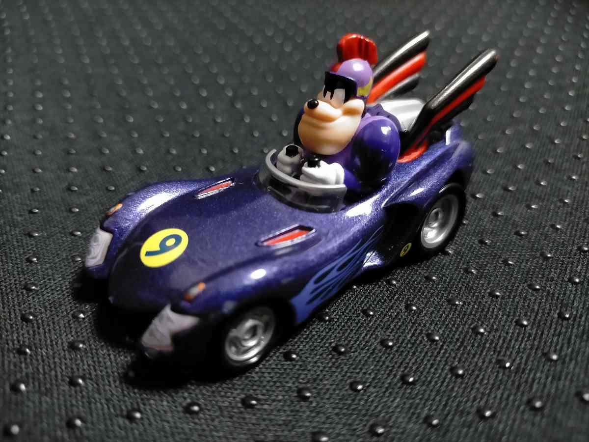ピートが乗った紫のレーシングカー